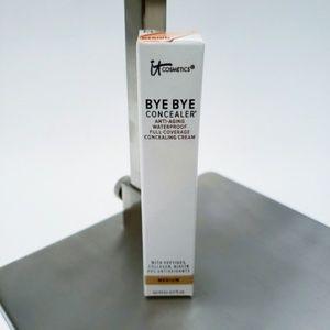 It Cosmetics   Bye Bye Concealer in Medium